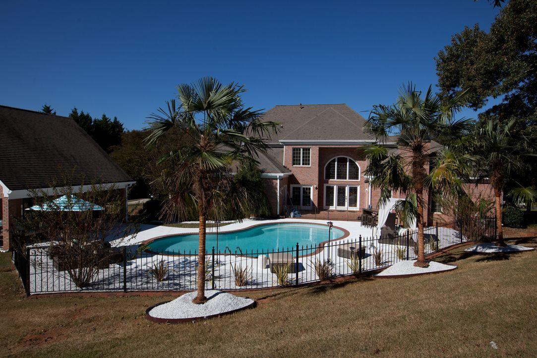 Ein stylisches, großes Haus, davon träumen Edith und Fred, doch ihr Budget zwingt sie schließlich dazu, eine renovierungsbedürftige Immobilie zu kau... - Bildquelle: Jessica McGowan 2014, HGTV/Scripps Networks, LLC. All Rights Reserved