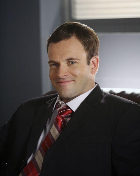 Jetzt muss er für sein merkwürdiges Verhalten die Konsequenzen ziehen: Eli (Jonny Lee Miller) bangt um seinen Job ... - Bildquelle: Disney - ABC International Television