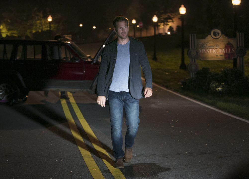 Alaric im Kampf für seine Freunde - Bildquelle: Warner Bros. Entertainment Inc.