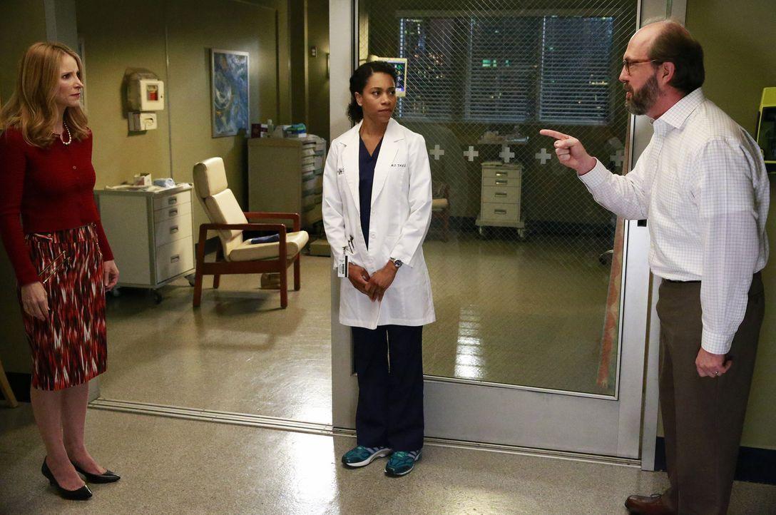 Maggie (Kelly McCreary, M.) und die anderen Ärzte behandeln zwei junge Mädchen, die gemeinsam Selbstmord begehen wollten, weil die Eltern (Jenny Coo... - Bildquelle: Mitchell Haaseth ABC Studios