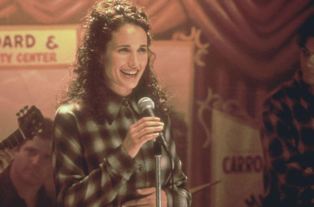In Iowa lernt Dorothy (Andie MacDowell) den Reporter Frank kennen - und lieben ... - Bildquelle: Warner Brothers