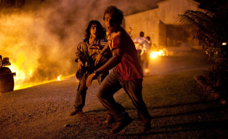 Kämpfen ums nackte Überleben gegen die fremde Übermacht: Kevin (Lincoln Lewis, r.) und Homer (Deniz Akdeniz, l.) ... - Bildquelle: Splendid Film