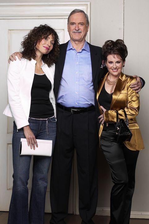 Eines schönen Tages steht Lorraine (Minnie Driver, l.) bei Karen (Megan Mullally, r.) und Lyle (John Cleese, M.) in der Wohnung und verkündet, bei i... - Bildquelle: Chris Haston NBC Enterprises International