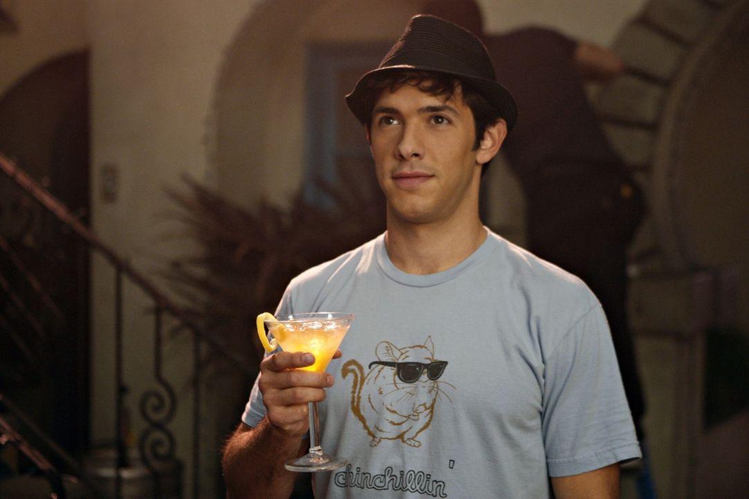 Endlich kann Jonah (Michael Rady) seinen Erfolg mit seinen Freunden feiern - doch leider läuft nicht alles so glatt, wie gewünscht... - Bildquelle: 2009 The CW Network, LLC. All rights reserved.