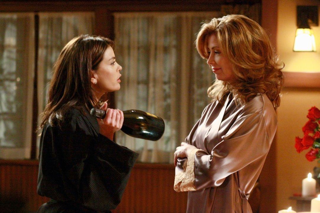 Die Situation zwischen Mike, Susan (Teri Hatcher, l.) und Katherine (Dana Delany, r.) spitzt sich immer weiter zu ... - Bildquelle: ABC Studios