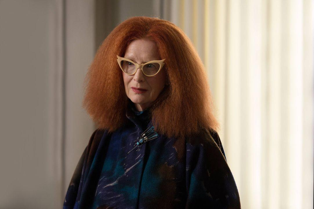 Um ihrer geliebten Cordelia zu helfen, ist Myrtle (Frances Conroy) keine Tat zu blutig ... - Bildquelle: 2013-2014 Fox and its related entities. All rights reserved.