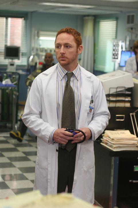 Morris (Scott Grimes) kann es selbst noch nicht glauben, dass er der neue Personalchef des County Hospitals ist ... - Bildquelle: WARNER BROS