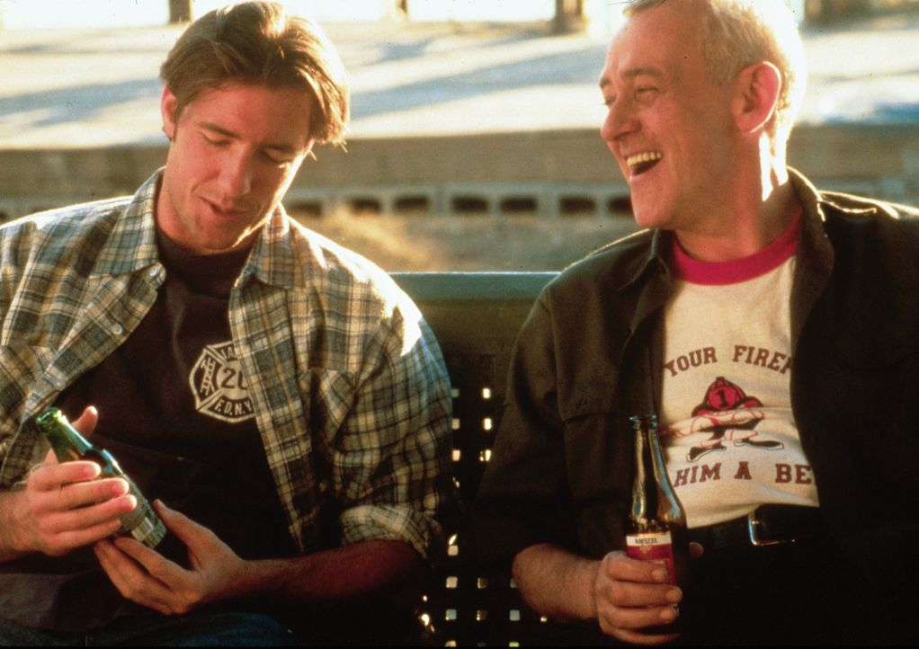 Mickey Fitzpatrick (Edward Burns, l.); Mr. Fitzpatrick (John Mahoney, r.) - Bildquelle: 1996 Twentieth Century Fox Film Corporation.  All rights reserved.