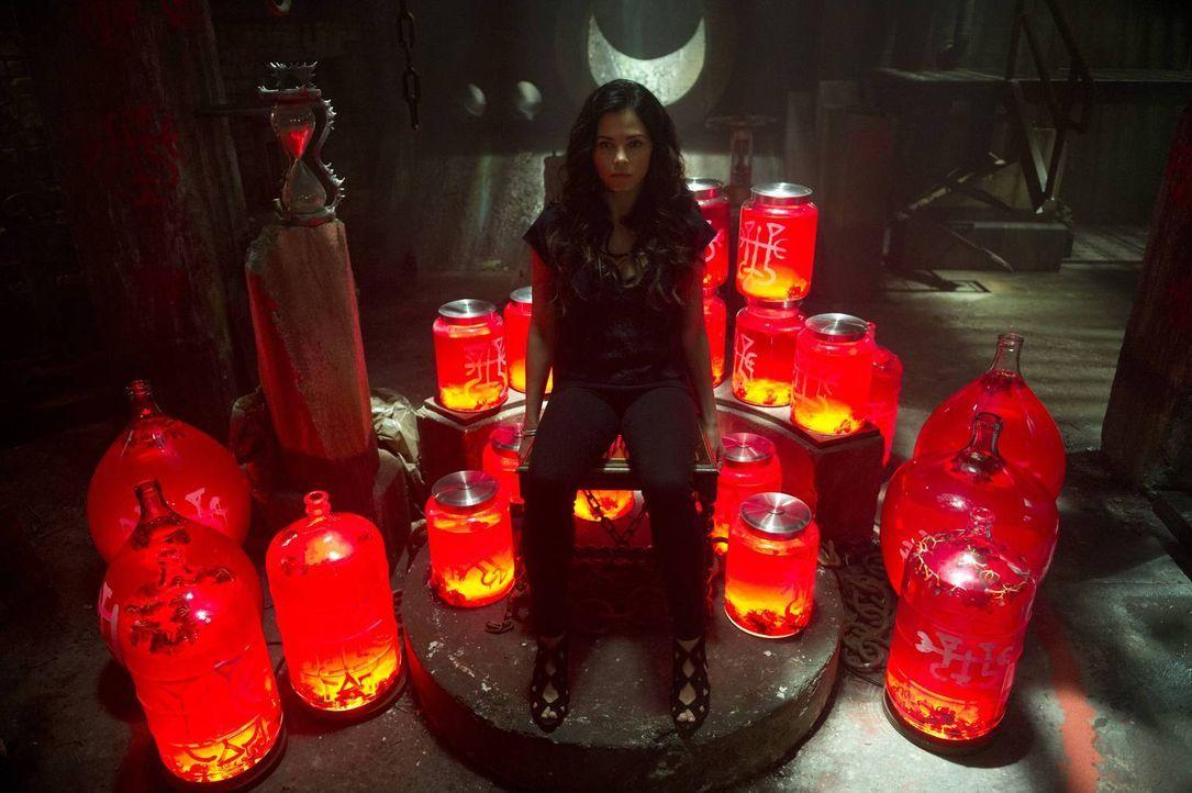 """Als zwei Wesen aus Asgard bei Frederick und Freya (Jenna Dewan-Tatum) in der Bar auftauchen, ahnt die """"neue"""" Freya nicht, mit wem sie es zu tun hat... - Bildquelle: 2014 Twentieth Century Fox Film Corporation. All rights reserved."""