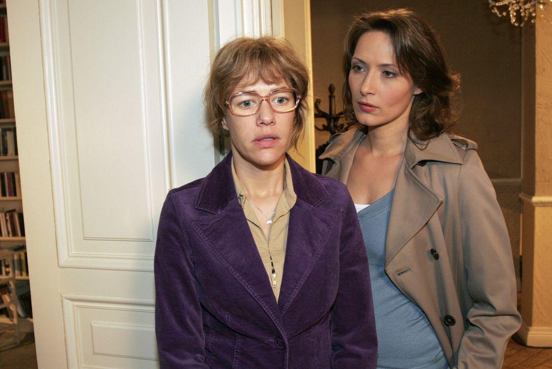 Lisa (Alexandra Neldel, l.) ist getroffen, als die Kommissarin Katarina Dorn (Ina Rudolph, r.) ihr Angebot zu helfen harsch zurückweist. Sie macht i... - Bildquelle: Noreen Flynn SAT.1 / Noreen Flynn