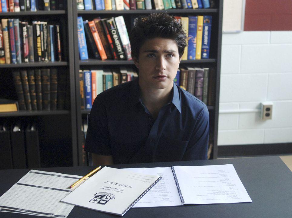 Der Ernst des Lebens beginnt: Kyle (Matt Dallas) ... - Bildquelle: TOUCHSTONE TELEVISION