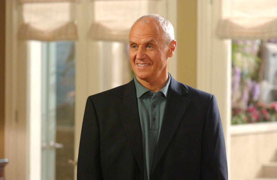 Nachdem Caleb (Alan Dale) aus der Haft entlassen wurde, muss er einige wichtige Entscheidungen hinsichtlich der Newport Group treffen, die nicht ger... - Bildquelle: Warner Bros. Television