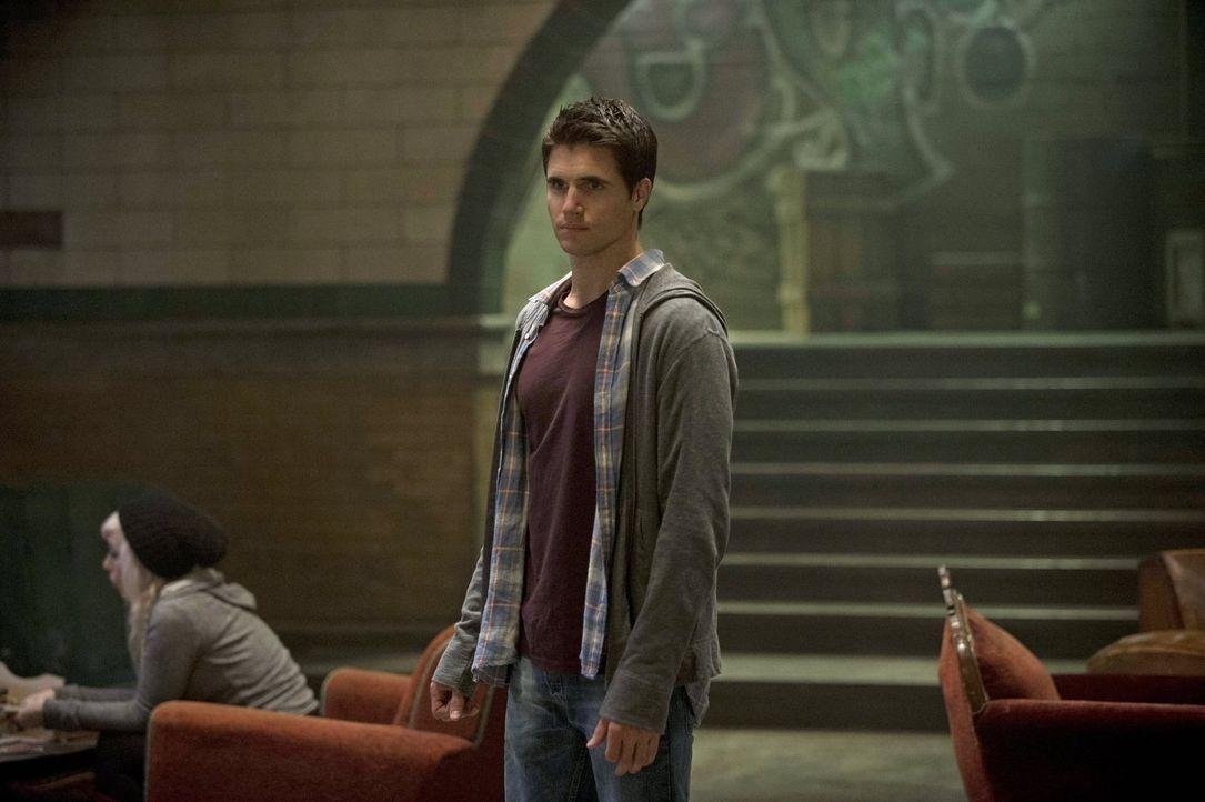 Eine ganz besondere Aufgabe könnte Stephen (Robbie Amell) das Leben kosten ... - Bildquelle: Warner Bros. Entertainment, Inc