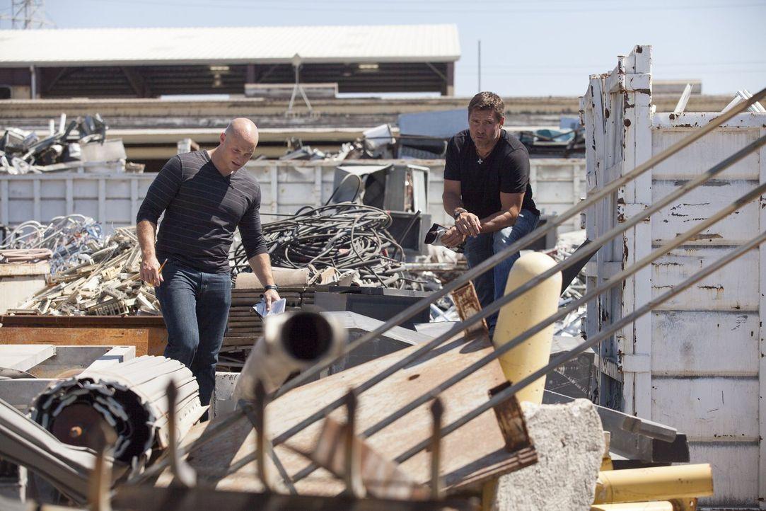 Auf der Suche nach verwertbarem Metall: Chip (l.) und Tim (r.) ... - Bildquelle: 2015 Warner Bros.