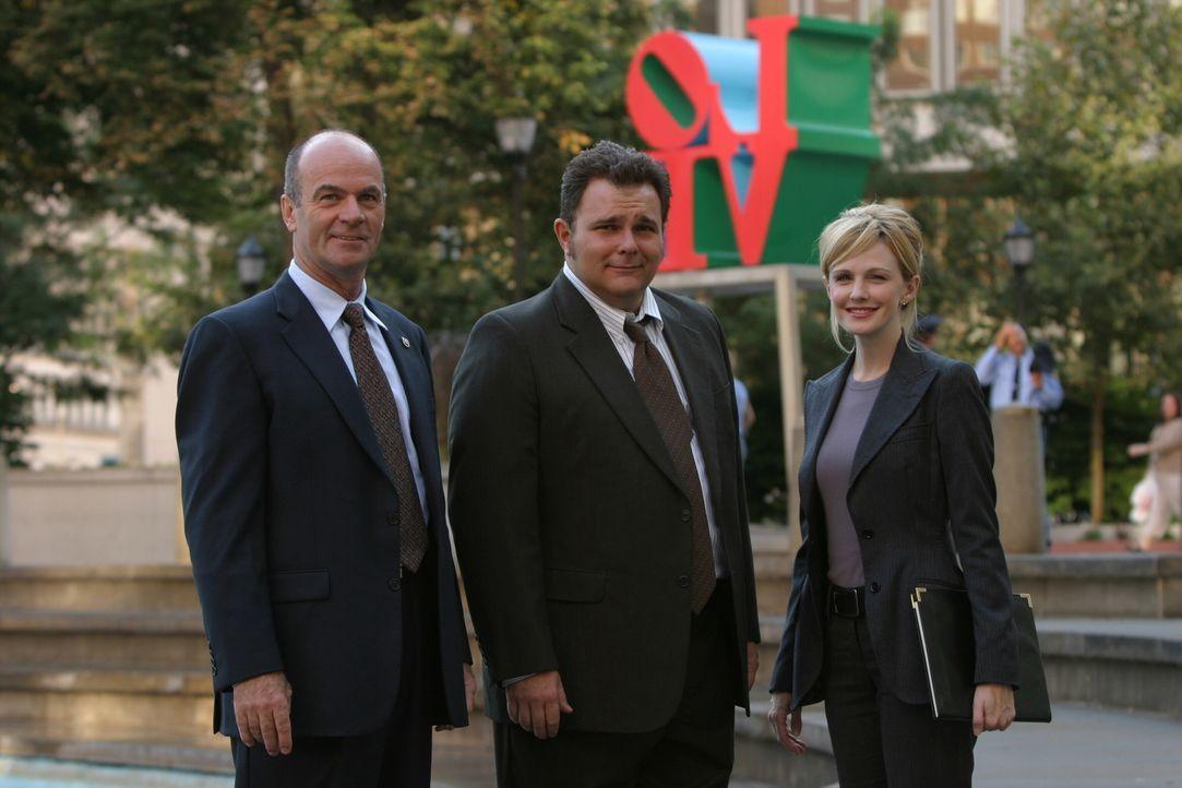 John (John Finn, l.), Nick (Jeremy Ratchford, M.) und Lilly (Kathryn Morris, r.) ermitteln in einem schwierigen Fall ... - Bildquelle: Warner Bros. Television