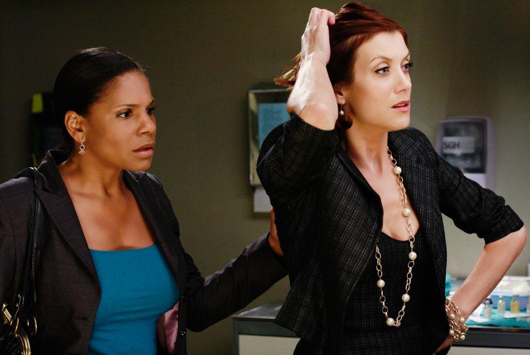 Von der Angst gezeichnet: Naomi (Audra McDonald, l.) und Addison (Kate Walsh, r.) hoffen, dass Archer die Operation gut übersteht ... - Bildquelle: Touchstone Television