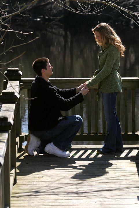 Nach all den Problemen finden Nathan (James Lafferty, l.) und Haley (Bethany Joy Galeotti, r.) endlich wieder zusammen ... - Bildquelle: Warner Bros. Pictures