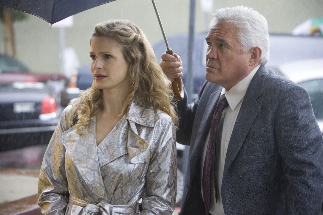 Ermitteln in einem neuen Fall: Lt. Louie Provenza (G.W. Bailey, r.) und Brenda (Kyra Sedgwick, l.) ... - Bildquelle: Warner Brothers