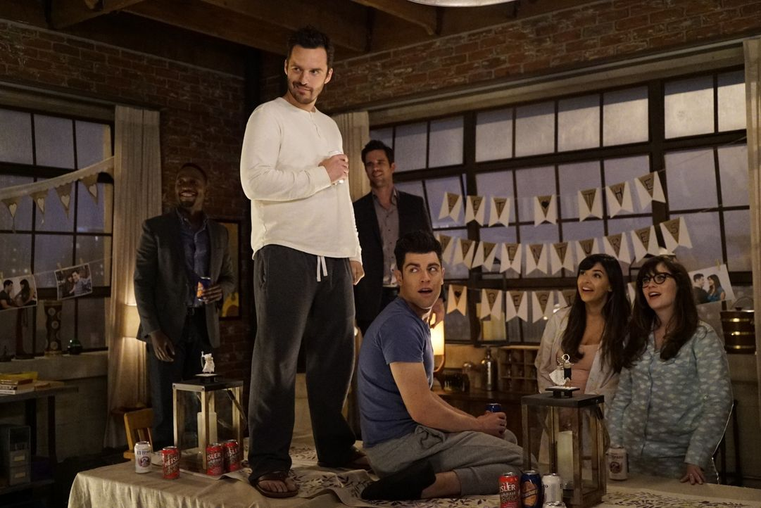 Noch ahnen (vl.n.r.) Winston (Lamorne Morris), Nick (Jake Johnson), Sam (David Walton), Schmidt (Max Greenfield), Cece (Hannah Simone) und Jess (Zoo... - Bildquelle: Jennifer Clasen 2016 Fox and its related entities.  All rights reserved.
