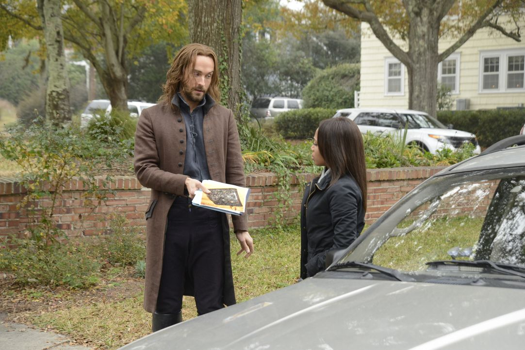 Erst nach und nach wird Ichabod (Tom Mison, l.) und Abbie (Nicole Beharie, r.) bewusst, welche Ziele Solomon Kent wirklich verfolgt ... - Bildquelle: 2014 Fox and its related entities. All rights reserved