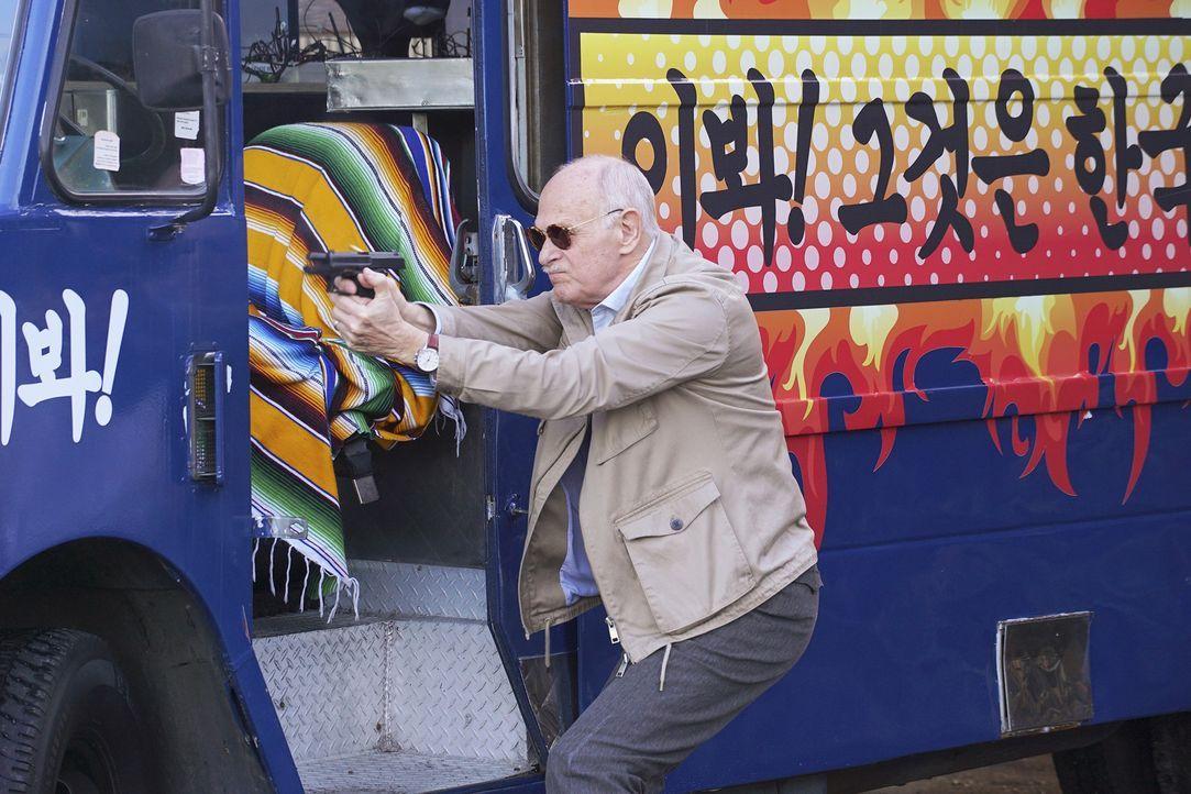 Wird Mason Wood (Gerald McRaney) der Lebensretter oder der Mörder von Castle und Beckett sein? - Bildquelle: Byron Cohen 2016 American Broadcasting Companies, Inc. All rights reserved.