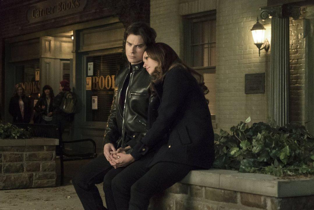 Wie stark ist die Liebe zwischen Damon (Ian Somerhalder, l.) und Elena (Nina Dobrev, r.) wirklich? - Bildquelle: Warner Bros. Entertainment, Inc
