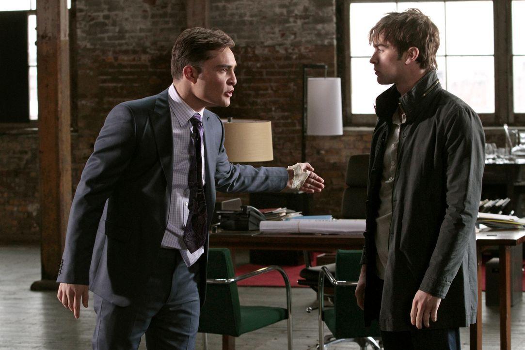 Was ist zwischen Chuck (Ed Westwick, l.) und Nate (Chace Crawford, r.) los? - Bildquelle: Warner Bros. Television