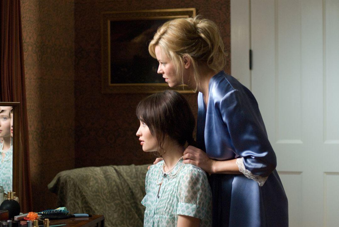 Nach dem tragischen Tod ihrer Mutter kehrt die psychisch labile Anna (Emily Browning, l.) zurück nach Hause. Nichts ist mehr, wie es einmal war, den... - Bildquelle: 2008 DreamWorks LLC and Cold Spring Pictures. All Rights Reserved.
