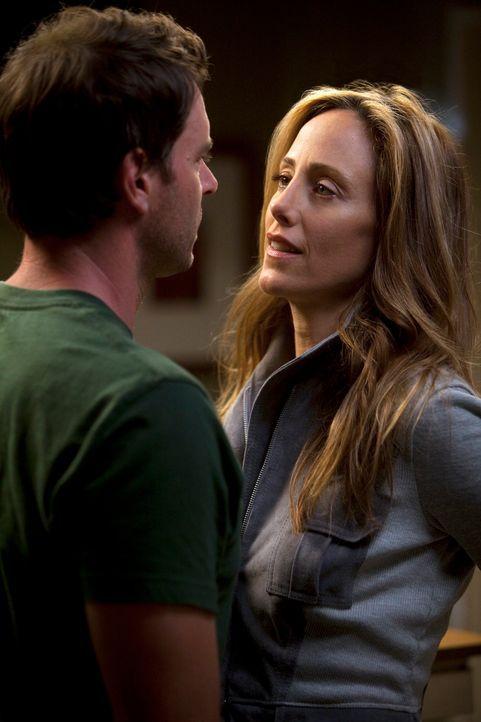 Hat ihre Liebe eine Chance? Teddy (Kim Raver, r.) und Henry (Scott Foley, l.) ... - Bildquelle: ABC Studios