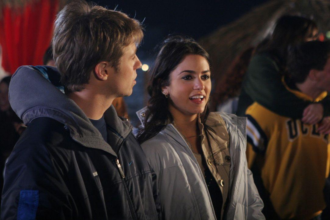 Ryan (Benjamin McKenzie, l.) und Sadie (Nikki Reed, r.) planen ihre gemeinsame Zukunft, doch haben sie eine? - Bildquelle: Warner Bros. Television