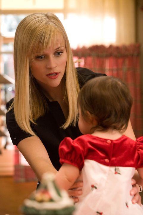 Hört ihre biologische Uhr ticken, aber dann kotzt ihr das Kind in den Ausschnitt: Kate (Reese Witherspoon) ... - Bildquelle: Warner Bros. Television