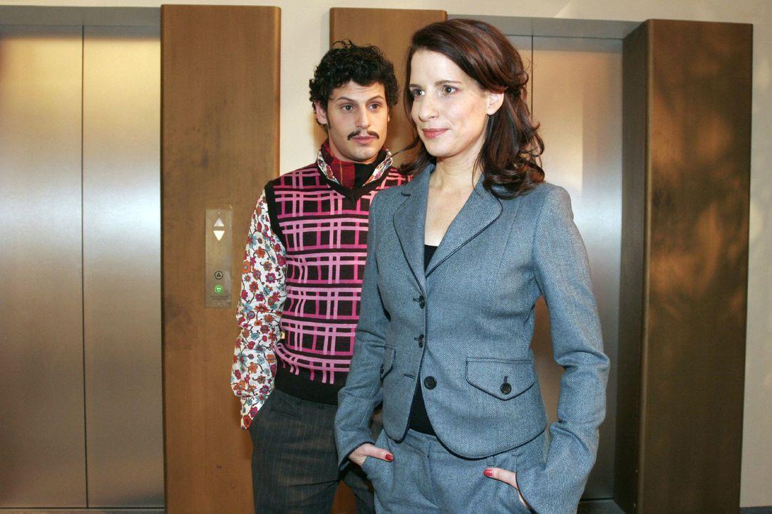 Inka (Stefanie Höner, r.) entgeht nicht, dass Rokko (Manuel Cortez, l.) offensichtlich an Lisa denkt. - Bildquelle: Noreen Flynn SAT.1 / Noreen Flynn