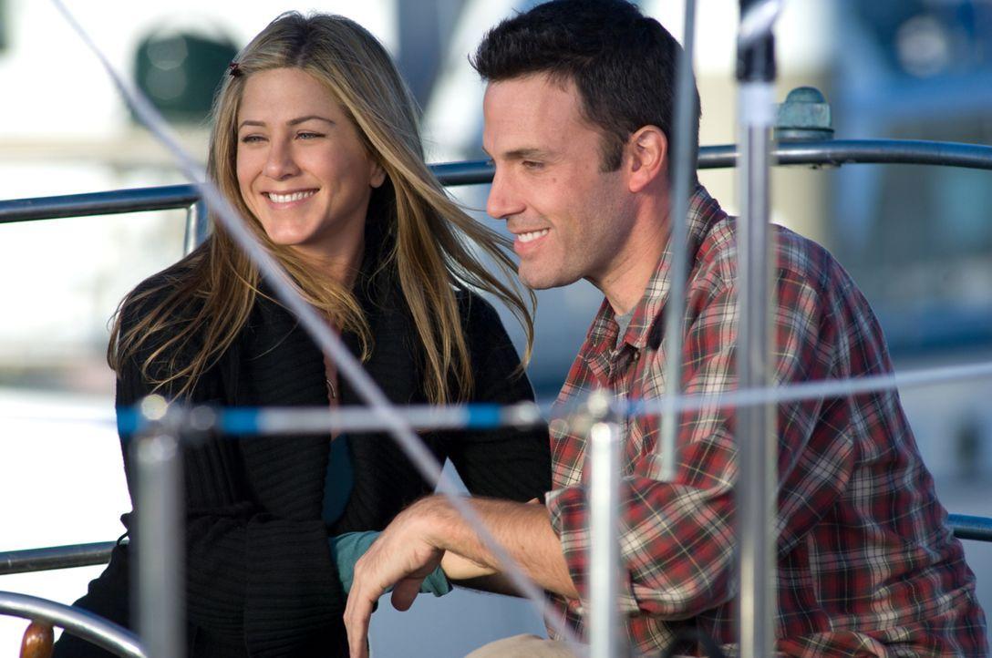 Beth (Jennifer Aniston, l.) und Neil (Ben Affleck, r.) sind seit mehr als sieben Jahren in einer glücklichen Beziehung. Zum vollkommenden Glück fehl... - Bildquelle: Warner Brother