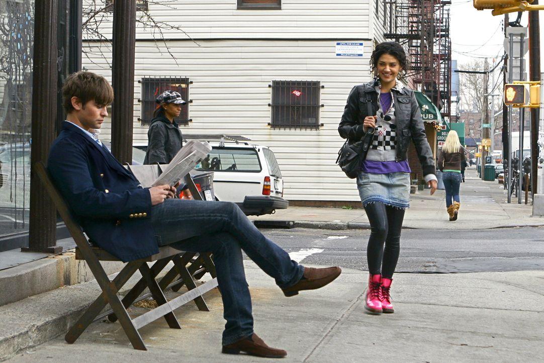 Vanessa (Jessica Szohr, r.) entschuldigt sich bei Nate (Chace Crawford, l.), da sie einige seiner Essays gelesen hat. Scheinbar ist der junge Mann a... - Bildquelle: Warner Bros. Television