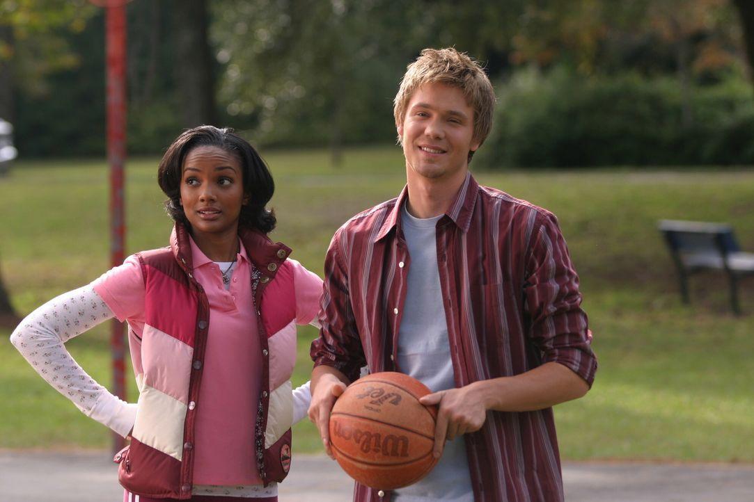 Für ein kleines Spiel ist immer Zeit: Lucas (Chad Michael Murray, r.) und Faith (Mekia Cox, l.) nehmen die Herausforderung gerne an ... - Bildquelle: Warner Bros. Pictures