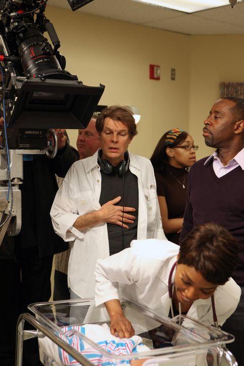 """Bei den Dreharbeiten zu """"Herzensangelegenheiten"""": Angela Bassett - Bildquelle: Warner Bros. Television"""
