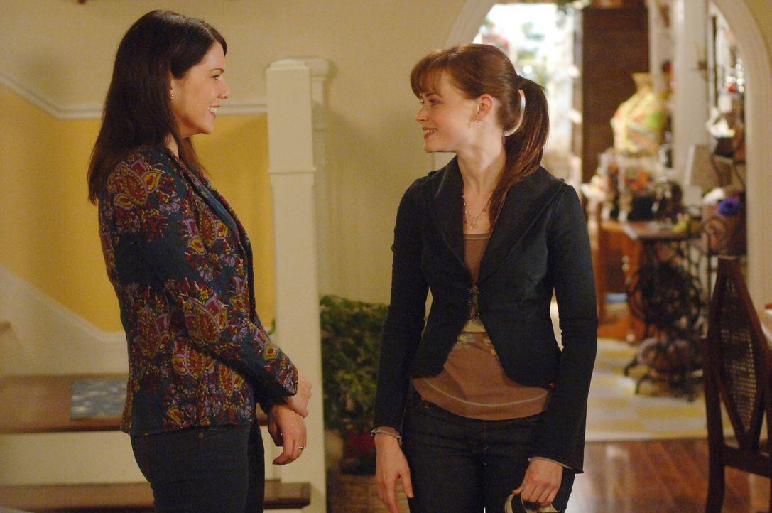 Haben ihrem Streit endlich beigelegt: Lorelai (Lauren Graham, l.) und Rory (Alexis Bledel, r.) ... - Bildquelle: Copyright Warner Brother International Television