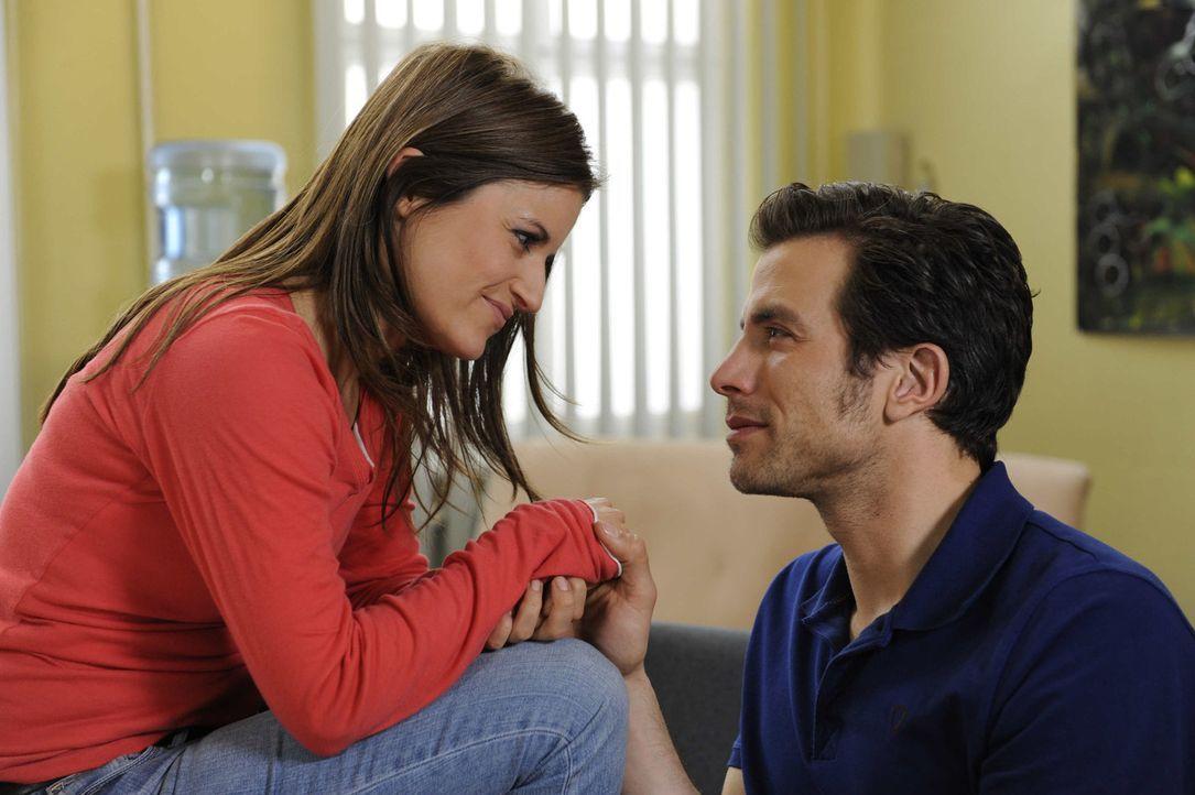 Sind glücklich miteinander: Bea (Vanessa Jung, l.) und Michael (Andreas Jancke, r.) ... - Bildquelle: SAT.1