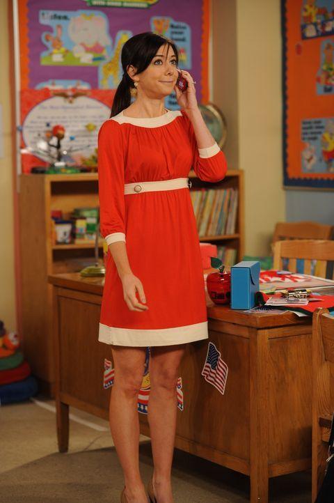 Als Lily (Alyson Hannigan) Barney mittels Handy über Teds Unfall informiert, hastet er gleich zum Krankenhaus. Dabei wird er allerdings von einem Bu... - Bildquelle: 20th Century Fox International Television