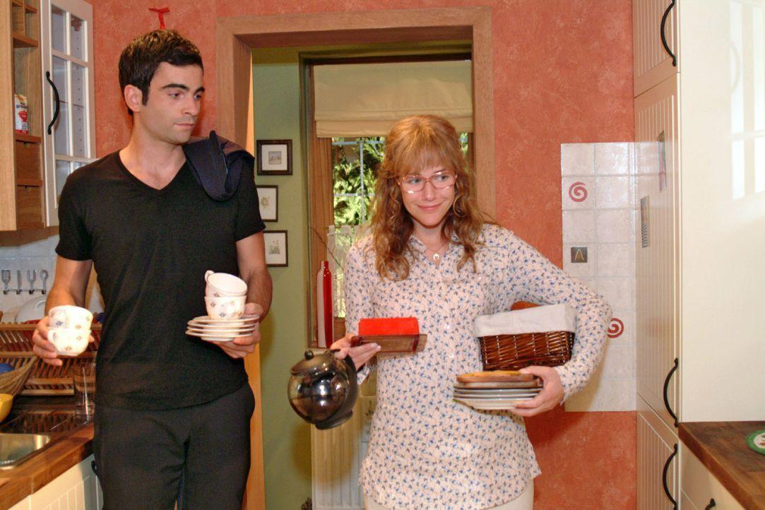 Schweren Herzens schickt Lisa (Alexandra Neldel, r.) David (Mathis Künzler, l.) nach Hause zurück und macht ihm klar, dass er seine Familie wieder... - Bildquelle: Monika Schürle Sat.1