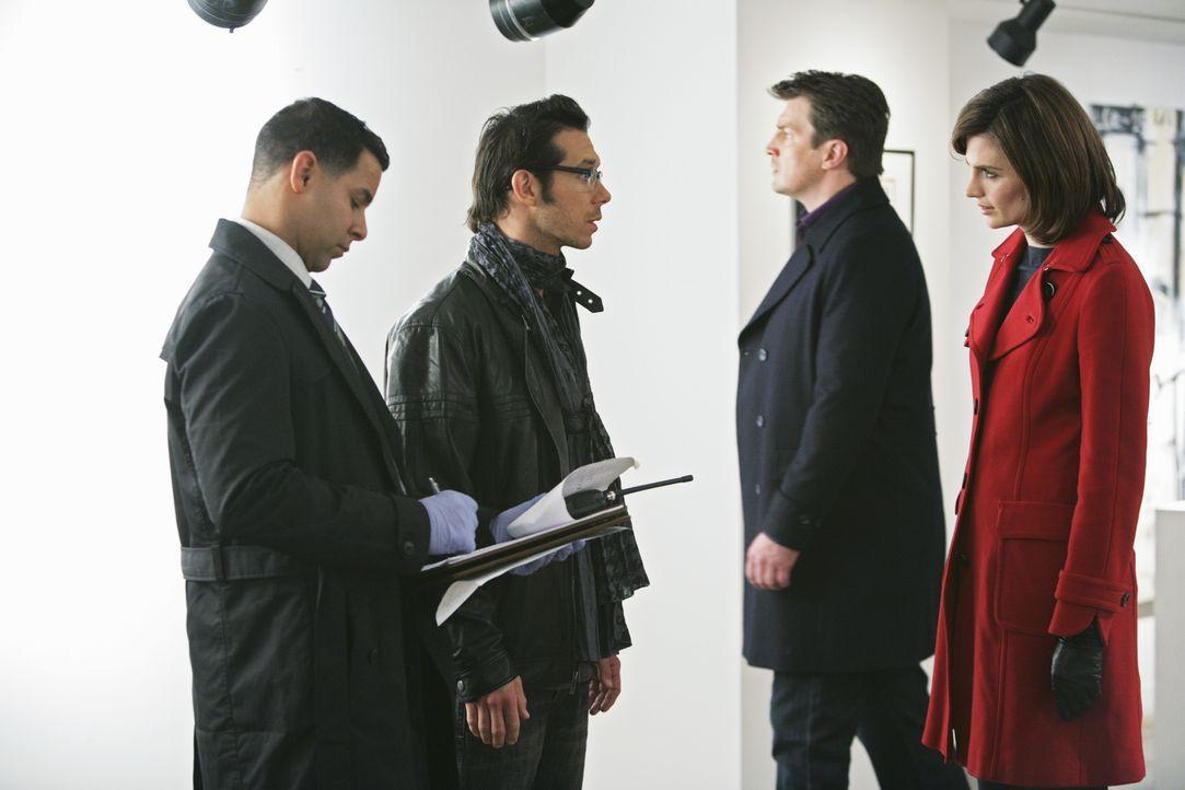 Javier (Jon Huertas, l.), Castle (Nathan Fillion, 2.v.r.) und Kate (Stana Katic, r.) haben das Gefühl, dass ihnen der Assistent Darius Langley (John... - Bildquelle: ABC Studios