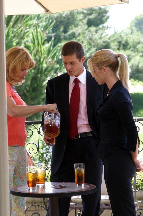 Kann Susan (Cindy Pickett, l.) Martin Fitzgerald (Eric Close, M.) und Samantha Spade (Poppy Montgomery, r.) mehr zum Verschwinden der erfolgreichen... - Bildquelle: Warner Bros. Entertainment Inc.