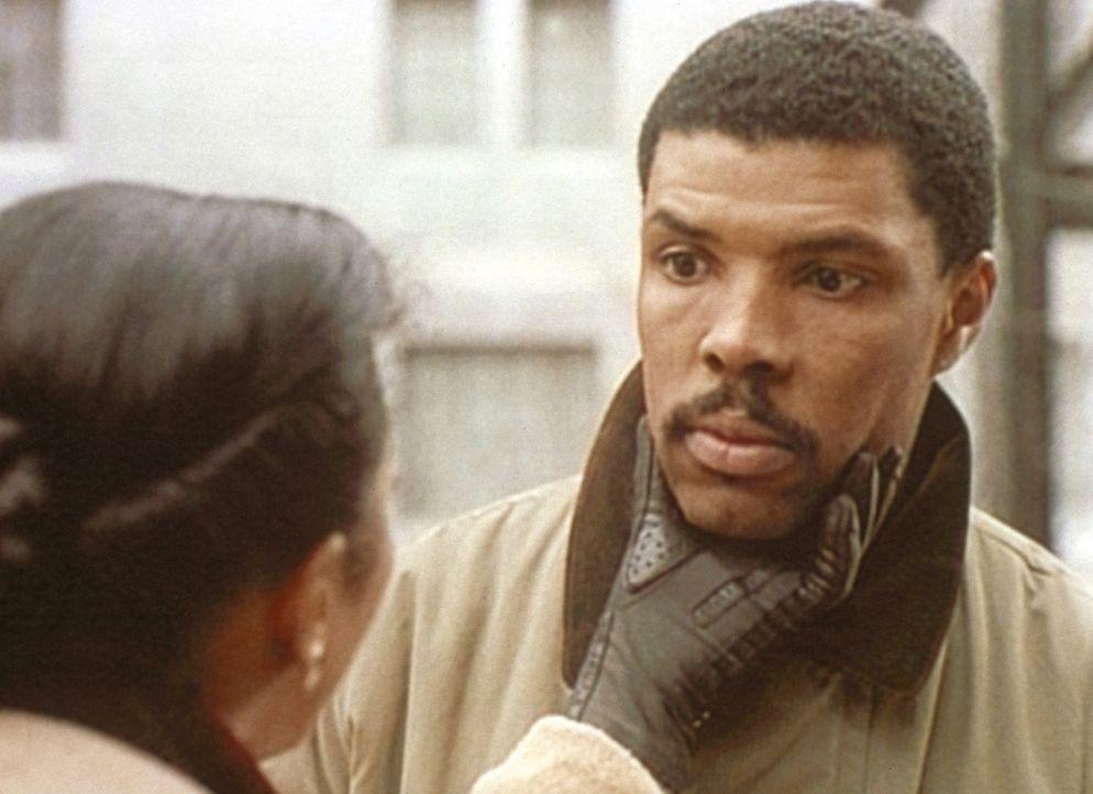 Dr. Benton (Eric LaSalle, r.) ist gegen den Vorschlag seiner Schwester Jackie ... - Bildquelle: TM+  WARNER BROS.