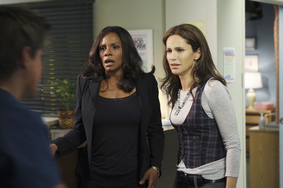 Nach einer schrecklichen Explosion in Dells (Chris Lowell, l.) Haus landen seine Tochter Betsy und seine Frau Heather im Krankenhaus. Naomi (Audra M... - Bildquelle: ABC Studios