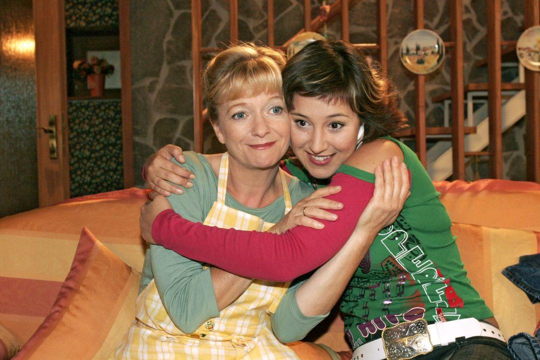 Yvonne (Bärbel Schleker, r.) ist dankbar über Helgas (Ulrike Mai, l.) Zuspruch. - Bildquelle: Noreen Flynn SAT.1 / Noreen Flynn