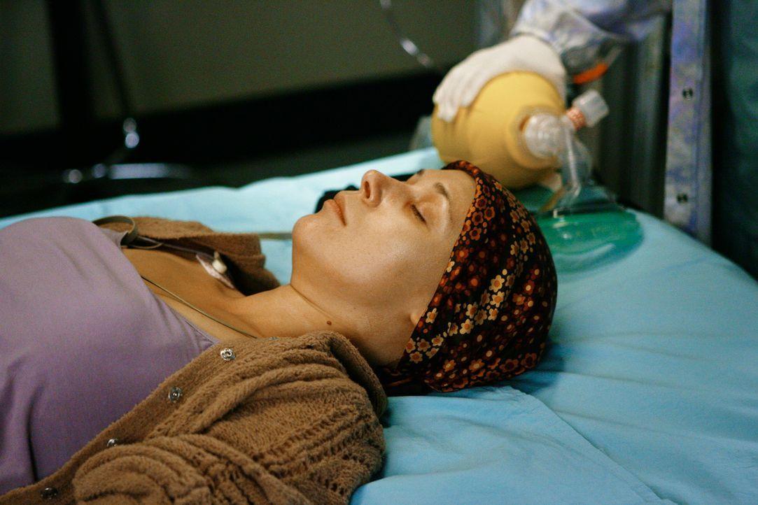 Alison (Liza Weil), Izzies neue Freundin, ist eine Patientin von Dr. Swender. Nach mehreren Operationen und einer Chemotherapie kamen die Tumore zur... - Bildquelle: Touchstone Television
