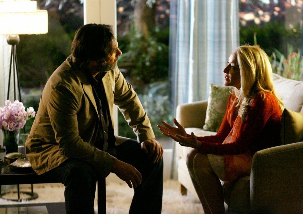 Holly (Patricia Wettig, r.) gesteht David (Ken Olin, l.), dass es nicht ausgeschlossen ist, dass er Rebeccas Vater ist ... - Bildquelle: Disney - ABC International Television