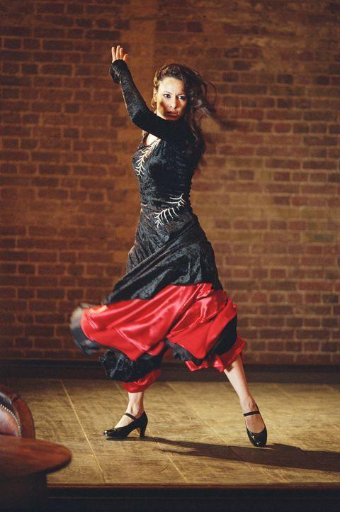 Als die Flamenco-Tänzerin Carmen (Natalia Verbeke) am Polterabend einen fremden Jüngling küsst, gerät ihr Leben total aus den Fugen ...