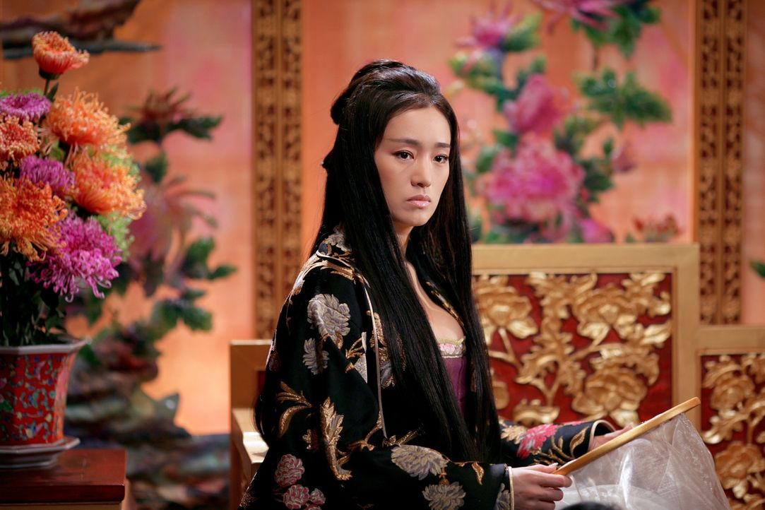 Die schöne Kaiserin Phoenix (Li Gong) ist Teil eines Geflechts aus Liebe, Machtgier und tiefem Hass am chinesischen Hof … - Bildquelle: TOBIS Film