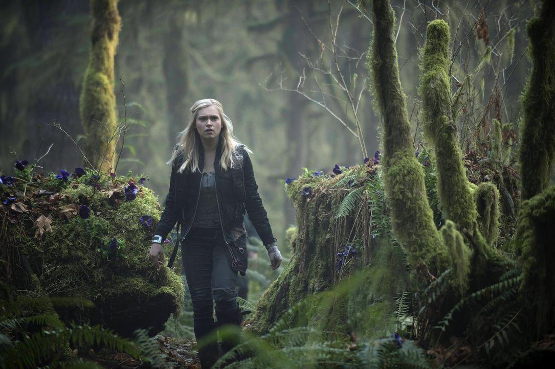 Noch glaubt Clarke (Eliza Taylor), alles unter Kontrolle zu haben ... - Bildquelle: Warner Brothers